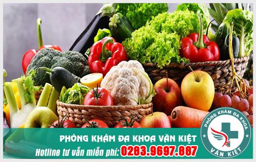 Rau xanh và trái cây rất có lợi cho người bị bệnh tinh trùng màu vàng vón cục.